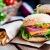 GOURMEO Premium Burgerpresse + 30 Blatt Antihaftpapier aus Aluguss mit Antihaftbeschichtung | mit 2 Jahren Zufriedenheitsgarantie - Hamburgerpresse / Hamburger-Presse / Burger Maker -